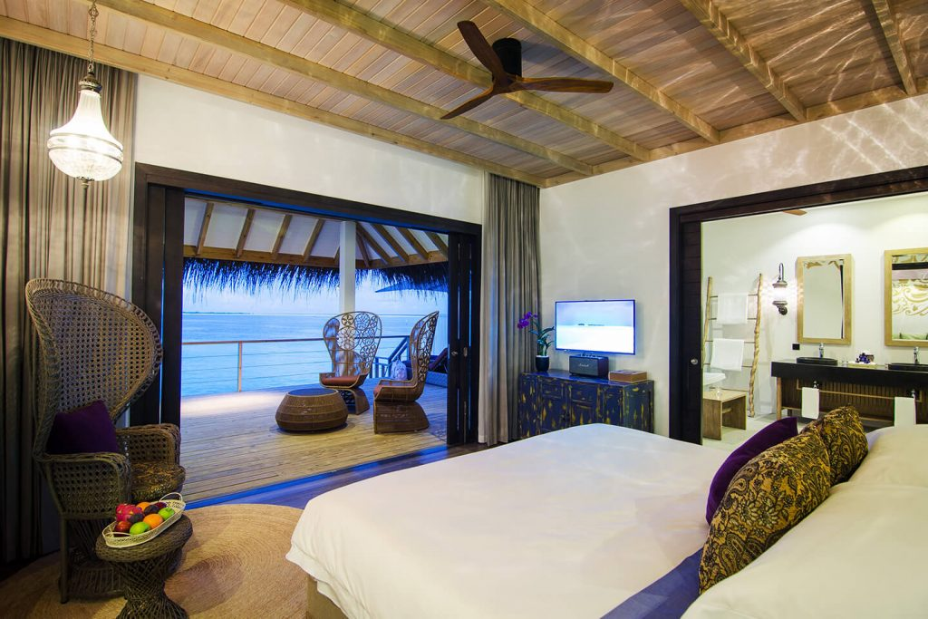 LAGOON VILLA King size bed (2.1x2.1 m / 7x7 ft) 2 Adults + max. 2 Children * 68 m² / 730 ft² Direct ocean access