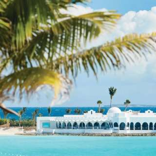 Let the holiday winds whisk you to Belmond Cap Juluca in Anguilla! 🇦🇮 Begin your vacation the Belmond way with a rum punch, explore the vast resort with their grab-and-go bikes, and arrive in style for your seaside meal. Have a refreshing dip in your own casita private pool or head to Maundays Bay for some seawater thalassotherapy! 🌊 #belmondcapjuluca #capjuluca #maundaysbay #Travel #Luxury #traveltheworld #travelwithbest #Luxurious #Explore #VipTravellers #tourism #uniquehotels #instatravel #adventure #destination #vacationmode
